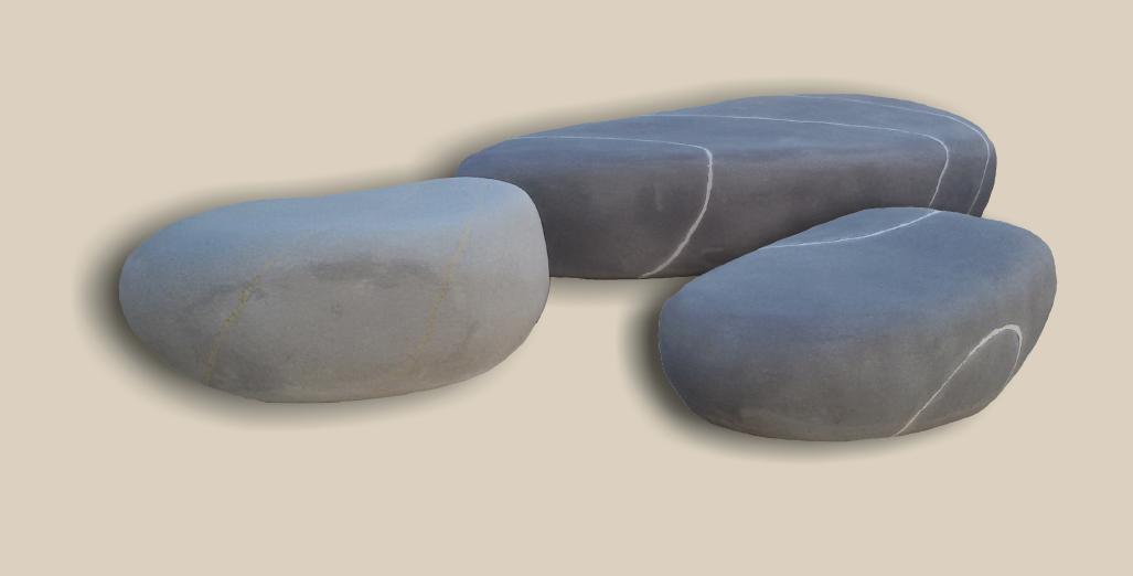 Bancos de piedra artificial de diferentes tamaños