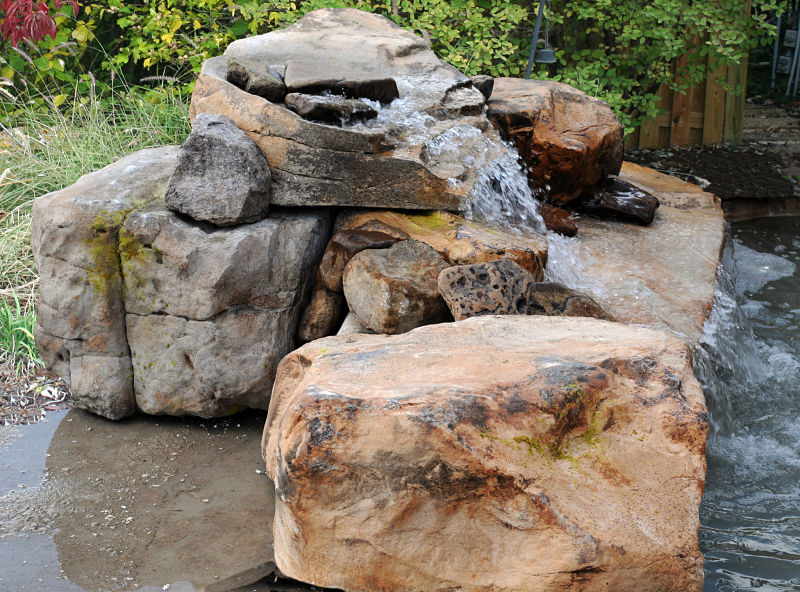 Cascada para jardin y piscinas artificiales cascadasyrocas for Piedras para cascadas
