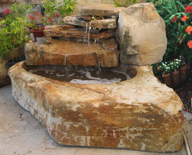 Decoraci n jardines con piscina con cascadas y rocas for Cascadas artificiales modernas