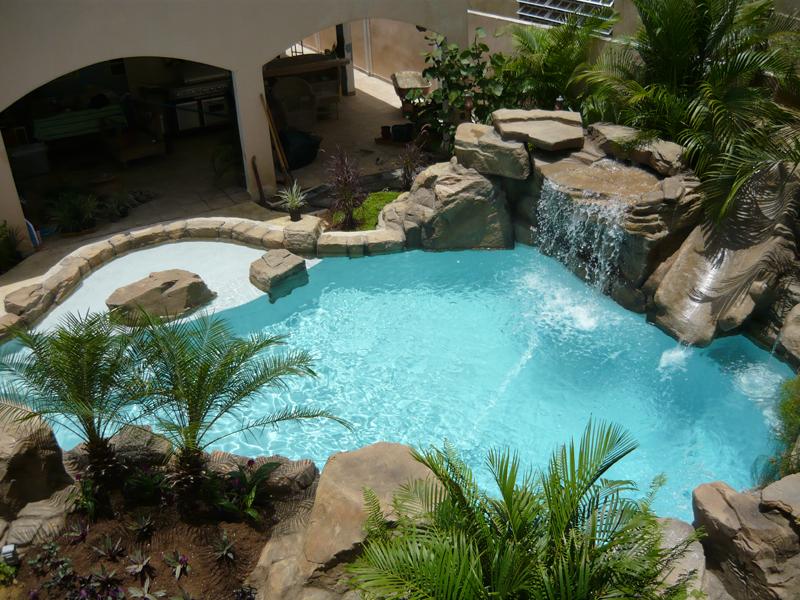 Proyecto personalizado de cascadas para piscinas