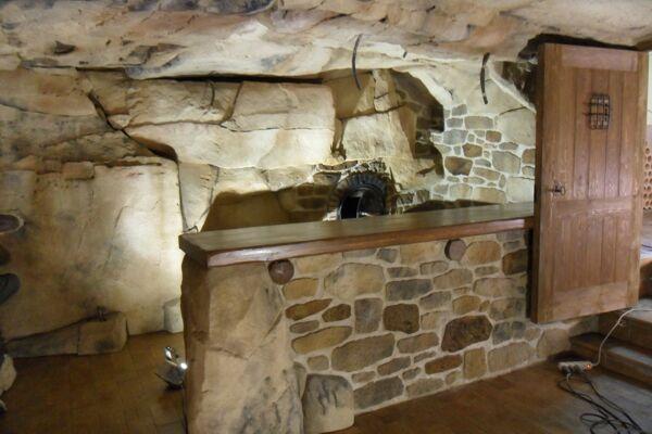 Bodegas tematizadas con piedra artificial - Estecha Group