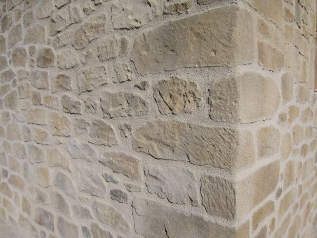 Fachadas de piedra r stica artificial y tematizaci n for Piedra para muros exteriores precio