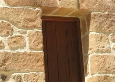 fachada-detalle-ventana-piedra