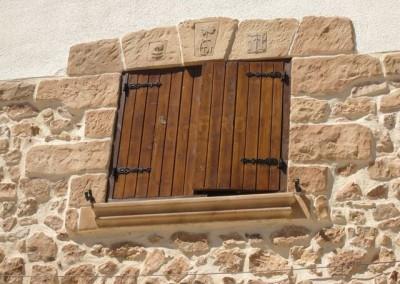 fachada-restauracion-ventanas-piedra