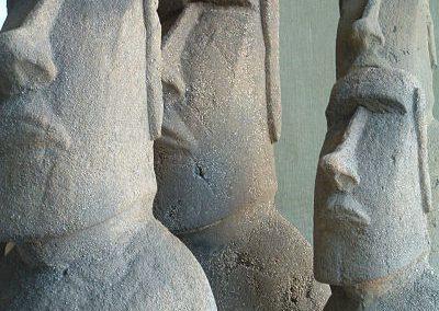 Figuras-moai-vista-frontal-en-taller
