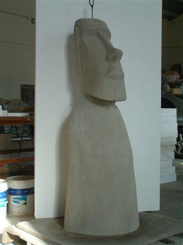 moai de figura de piedra artificial