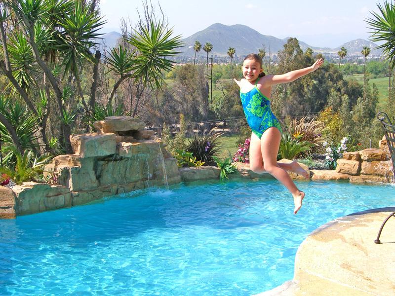 Accesorios para piscina ludica para disfrutar de tu espacio for Accesorios para piscinas cascadas