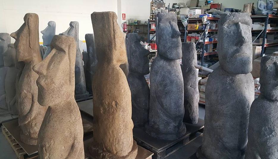 moais de piedra con forma de moai