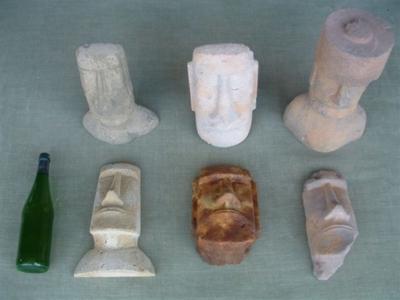 figuras de moai en nuestro taller