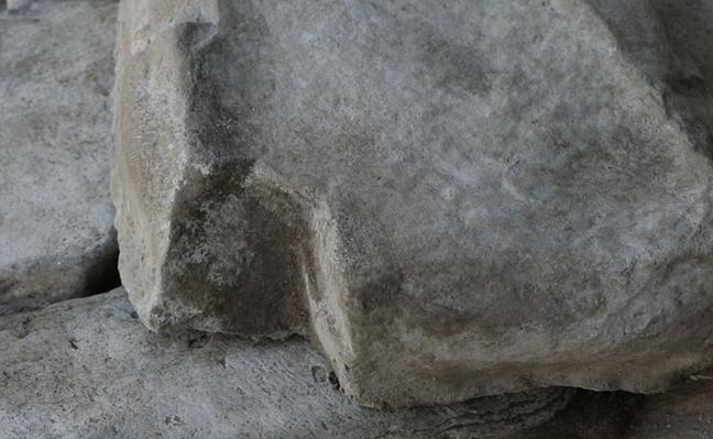 tono gris de cascada artificial