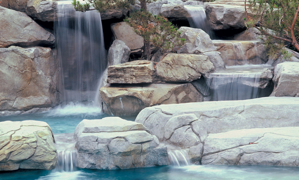 Instalaci n de una cascada artificial paso a paso for Piedras para cascadas