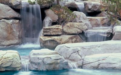 Instalación de una cascada artificial
