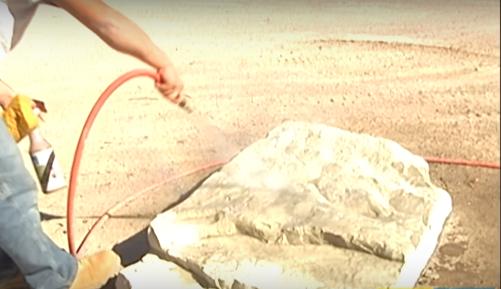 limpieza de piedra artificial para cascada