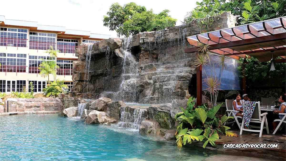 Hotel con piscina tematizada