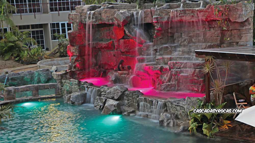 Hotel con piscinas temáticas