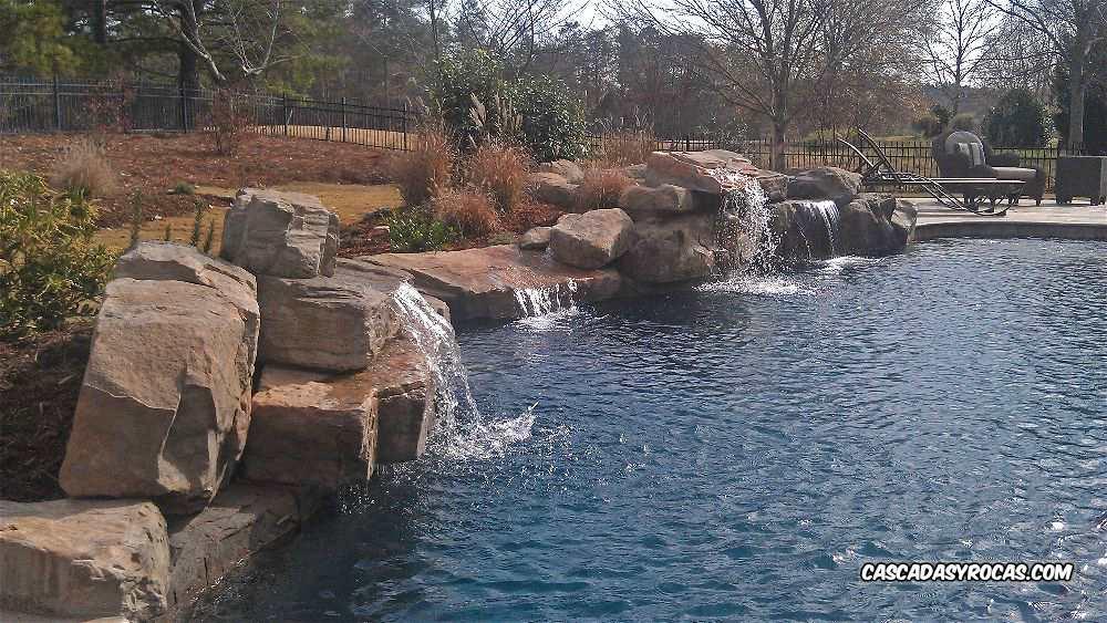 Diseño piscinas con dos cascadas artificiales