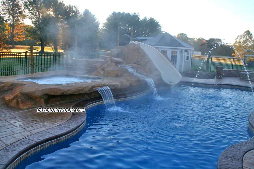 Proyecto de piscina personalizada con doble cascada