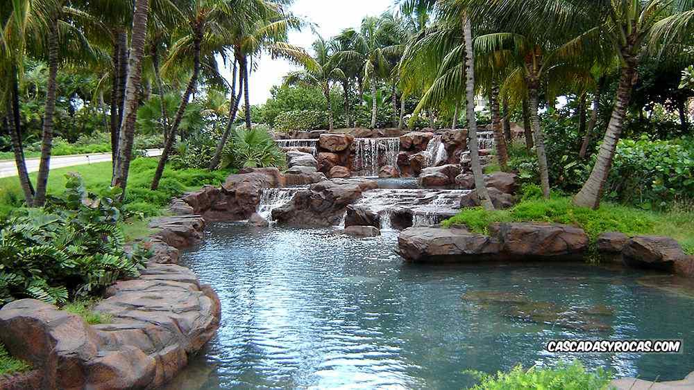 Proyecto piscina hotel con cascadas artificiales