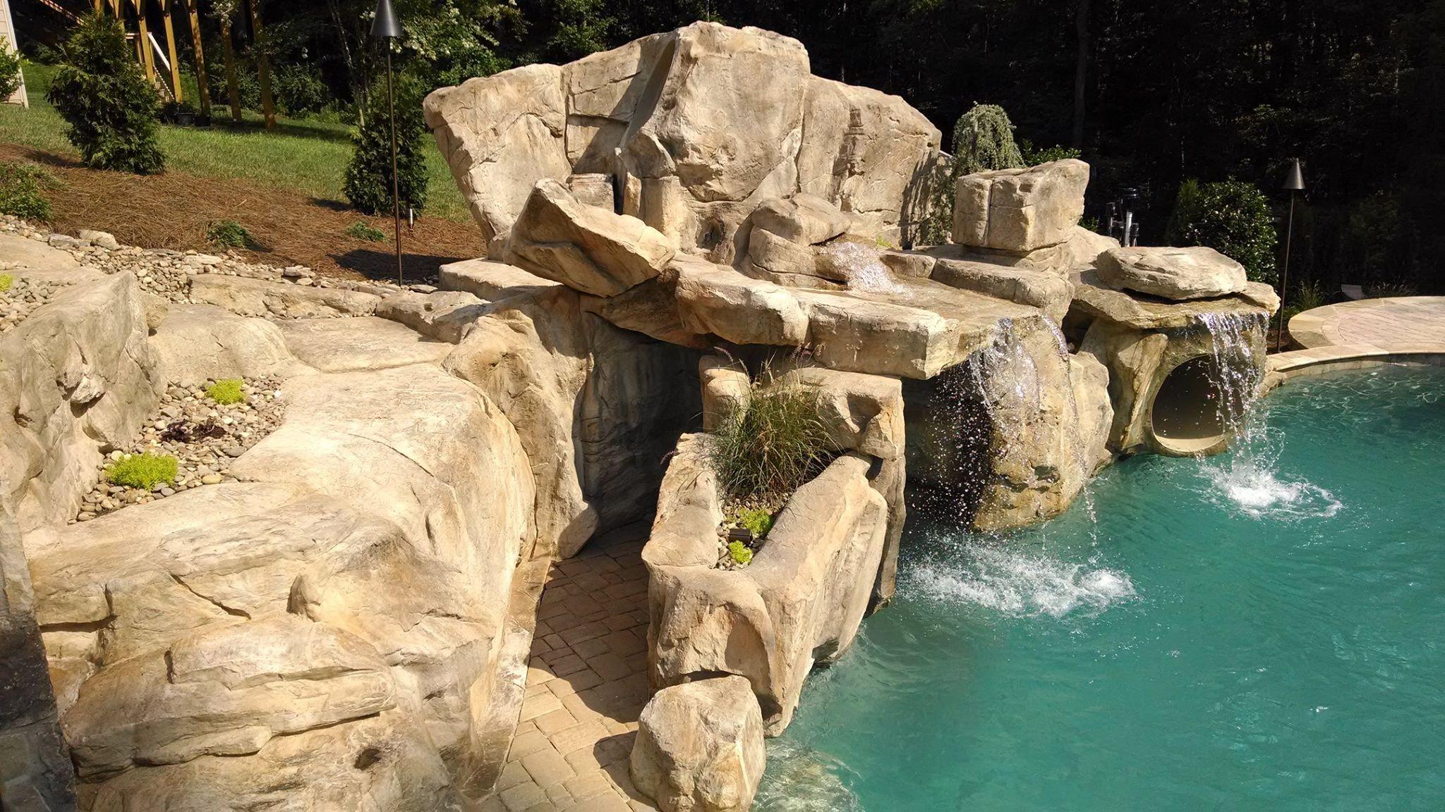cascada artificial con rocas artificiales