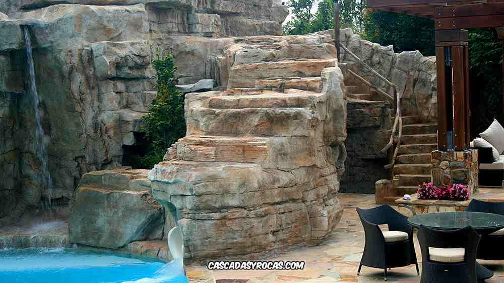 Terraza de spa con piscina