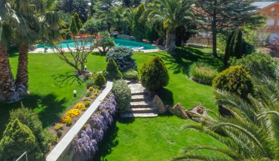 Jardines con piedras artificiales lo ltimo en decoraci n for Jardines modernos con piedras