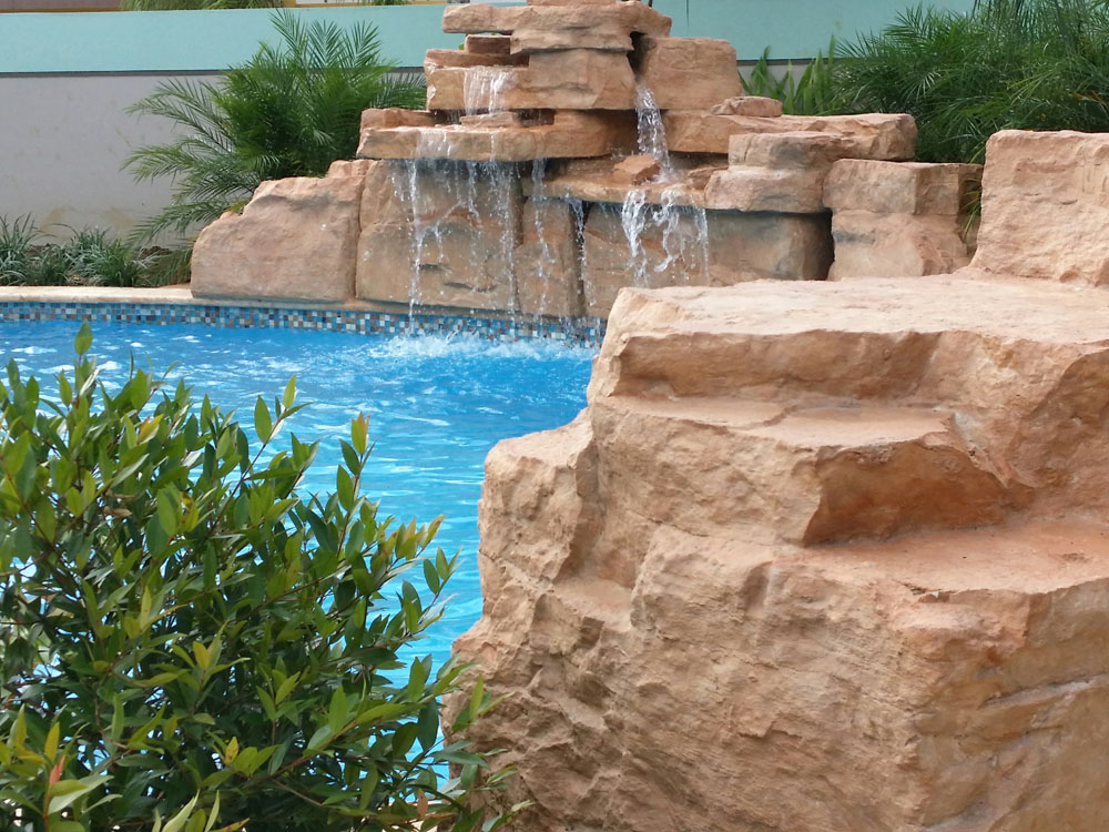 Instalaci n cascadas artificiales en piscina for Cascada artificial en pared